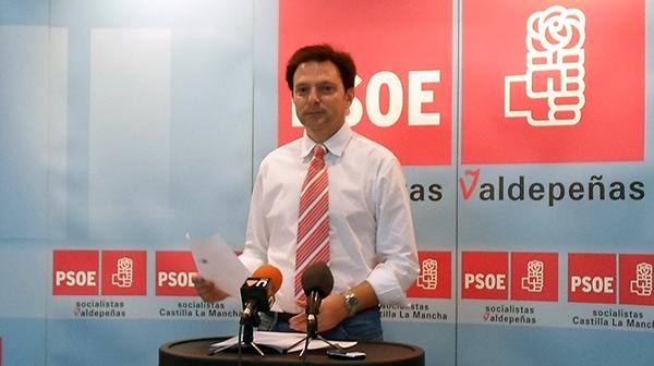 Fotografía de Felipe Rodríguez en rueda de prensa
