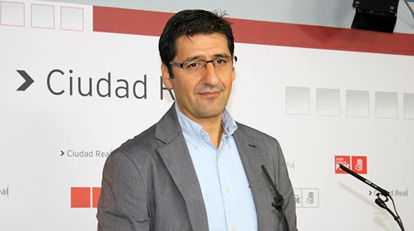 Fotografía de José Manuel Caballero en rueda de prensa