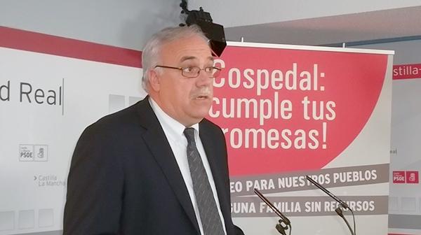 Fotografía de Julián Nieva en rueda de prensa